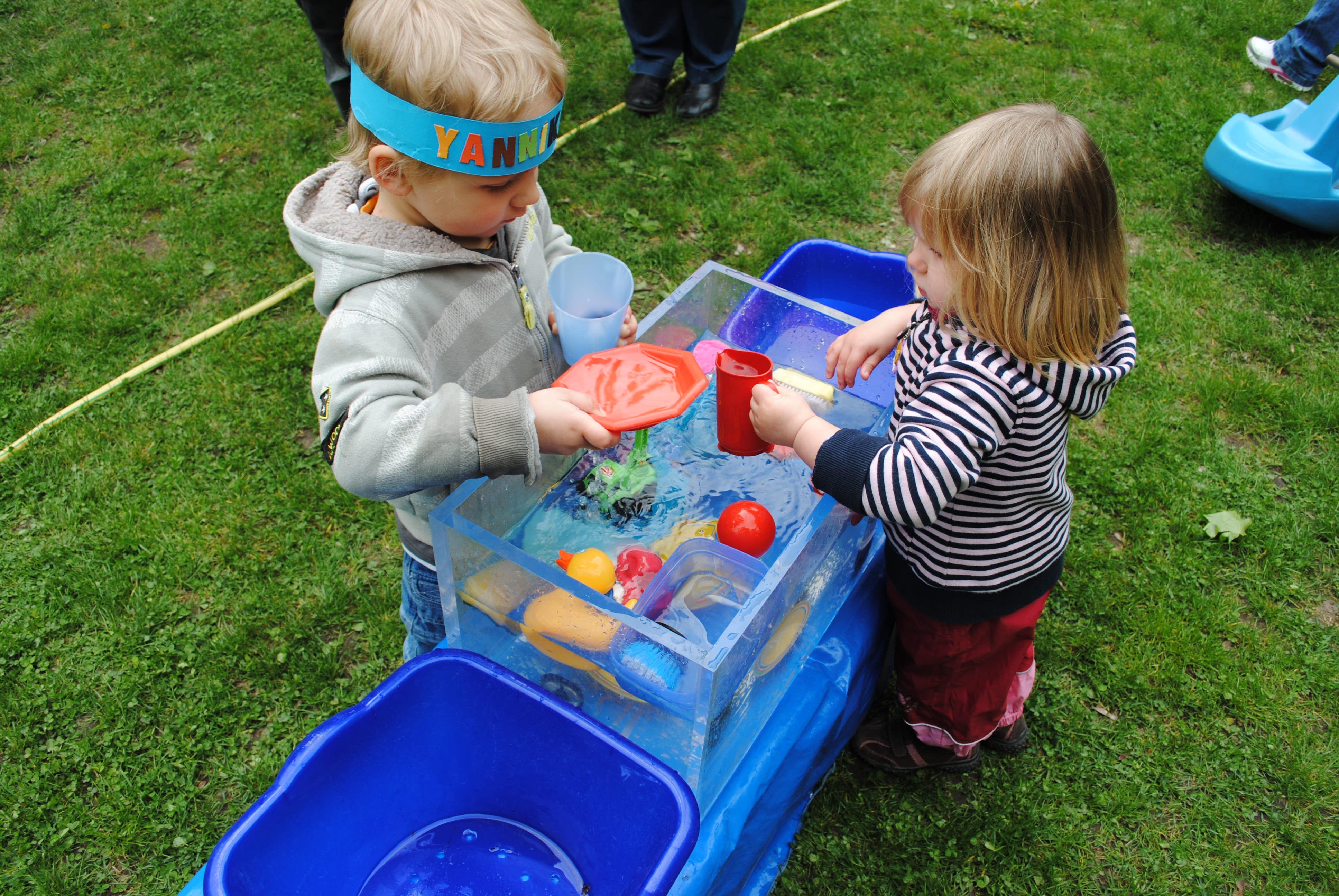 Spielende Kinder der JAO gGmbH